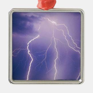 La naturaleza fuerza el relámpago de cadena adorno navideño cuadrado de metal