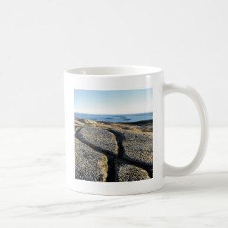 La naturaleza oscila el granito de la superficie d taza