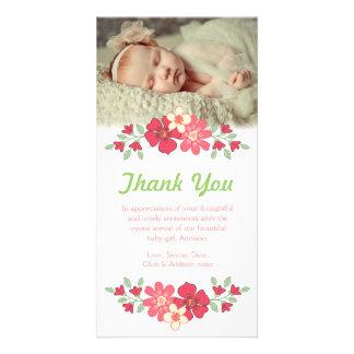 La niña le agradece florece la plantilla de la tarjetas fotograficas personalizadas