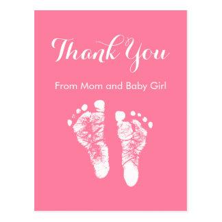 La niña le agradece las huellas recién nacidas postal