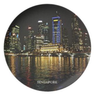 La noche de Singapur enciende la placa Plato