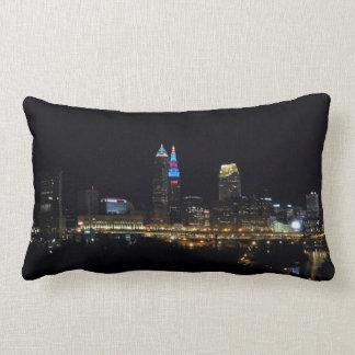 La noche enciende la almohada de Cleveland Ohio