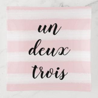 La O.N.U, Deux, rosa francés de la tipografía de