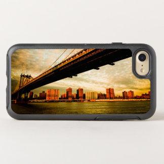La opinión del puente de Manhattan del lado de Funda OtterBox Symmetry Para iPhone 7