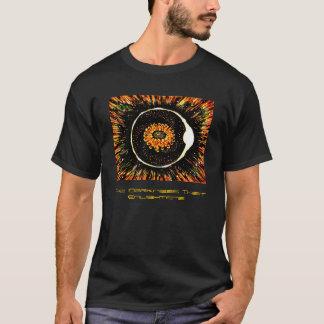 La oscuridad que aclara (con el texto) oscuridad camiseta