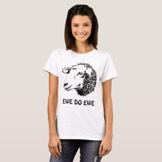 La oveja hace la camiseta de la oveja