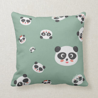 La panda linda hace frente a la almohada o al