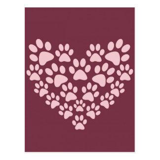 La pata animal rosada imprime diseño del corazón postal