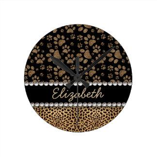 La pata del punto del leopardo imprime la reloj redondo mediano