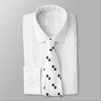 La pata imprime la corbata