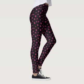 La pata rosada imprime el modelo leggings