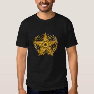 La paz Barnstar emplea la camiseta oscura básica,