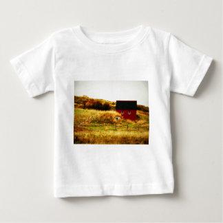 La pequeña casa roja camisetas