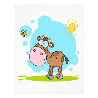 la pequeña vaca linda y manosea la abeja en el sol folleto 21,6 x 28 cm
