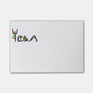 La pintura de la yoga plantea YOGA del deletreo Notas Post-it®
