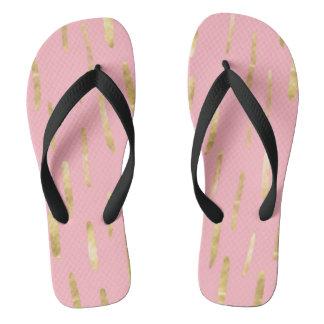 La pintura de moda del oro frota ligeramente rosa chanclas