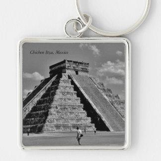 La pirámide de Kukulkan Llavero Cuadrado Plateado