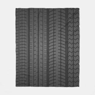 la pisada del neumático modela la manta del paño