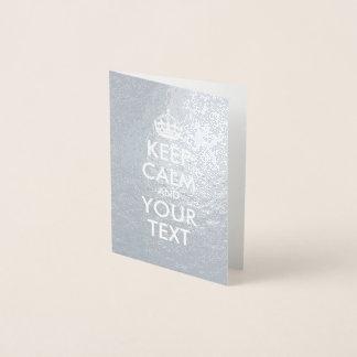 La plata y el blanco guardan calma y su texto tarjeta con relieve metalizado