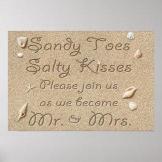 La playa Sandy toca con la punta del pie los besos Póster
