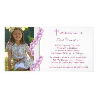 La primera foto de la comunión de las perlas rosad tarjetas fotográficas