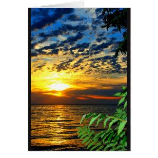 La puesta del sol del lago consigue bien pronto tarjeta de felicitación