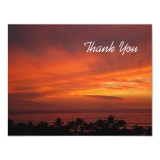 La puesta del sol hawaiana ardiente le agradece invitación 10,8 x 13,9 cm
