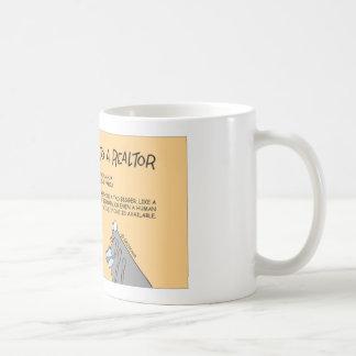 La pulga habla con un agente inmobiliario taza de café