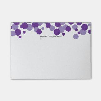 La púrpura burbujea las notas del Poste-it® del