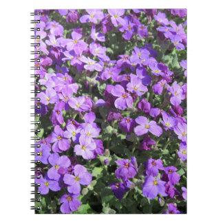La púrpura florece el cuaderno