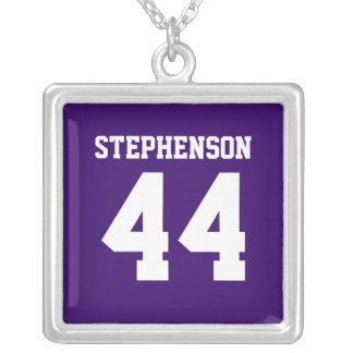 La púrpura personalizada se divierte el colgante c