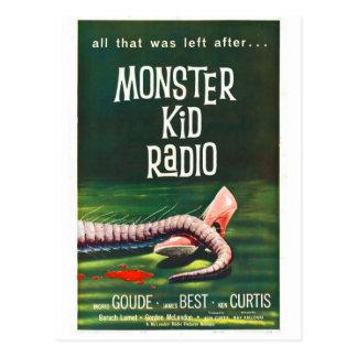 La radio del niño del monstruo resuelve la postal