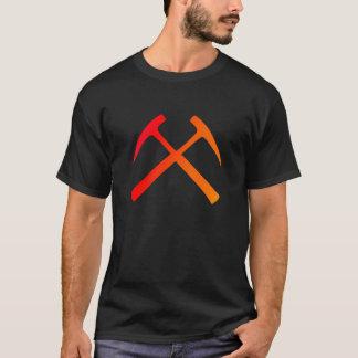 La roca cruzada martilla la camiseta