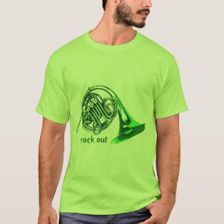 La roca del cuerno hacia fuera junta con te camiseta
