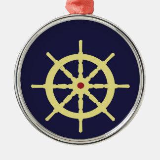 La rueda de la nave amarilla con rojo adorno redondo plateado