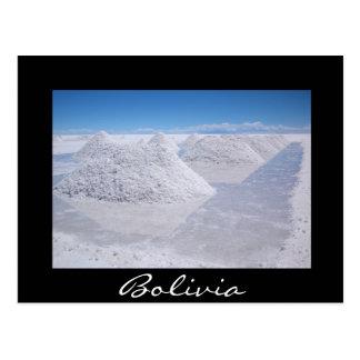 La sal de Salar de Uyuni llena la postal negra de