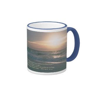 La Salida del Sol de la estafa de Mateo 5-44,45 Taza De Café