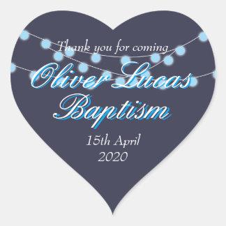 La secuencia enciende favor azul del bautizo del pegatina en forma de corazón