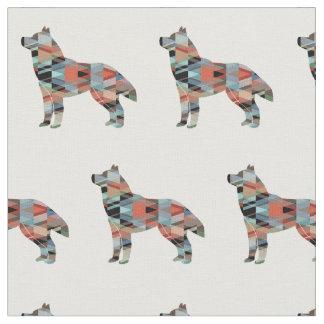 La silueta del perro del husky siberiano tejó la tela