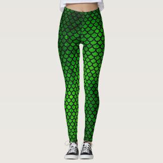 La sirena verde escala las polainas del modelo de leggings
