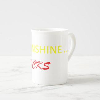 La sol oscila la taza de café