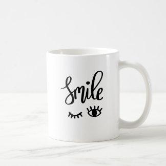La sonrisa inspira la taza