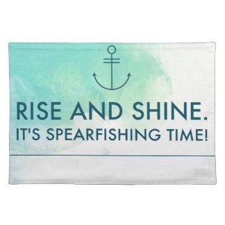 La subida y lo brilla es tiempo de Spearfishing Salvamanteles