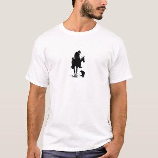 La suciedad rompió al vaquero camiseta