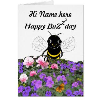 La tarjeta de cumpleaños divertida de la abeja, añ