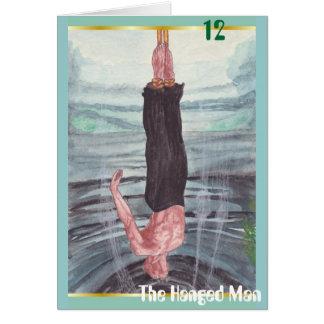 La tarjeta de felicitación colgada del hombre