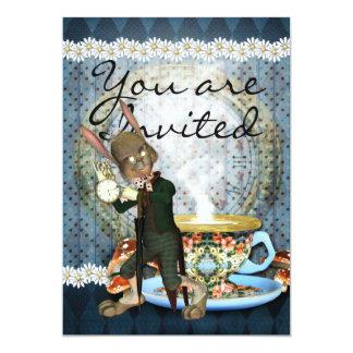 La tarjeta de la invitación con el conejo