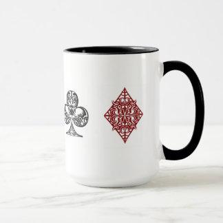 La tarjeta del póker se adapta a la taza