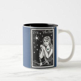 La taza azul de medianoche del arte de la carta de