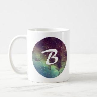 """La taza conocida de la letra """"B"""" con la impresión"""